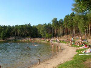 Szlak Bydgoszcz - Chmielniki, plaża nad J. Jezuickim (źródło: wikipedia)