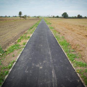 Trasa rowerowa do Koronowa - początek asfaltowego fragmentu przez pola