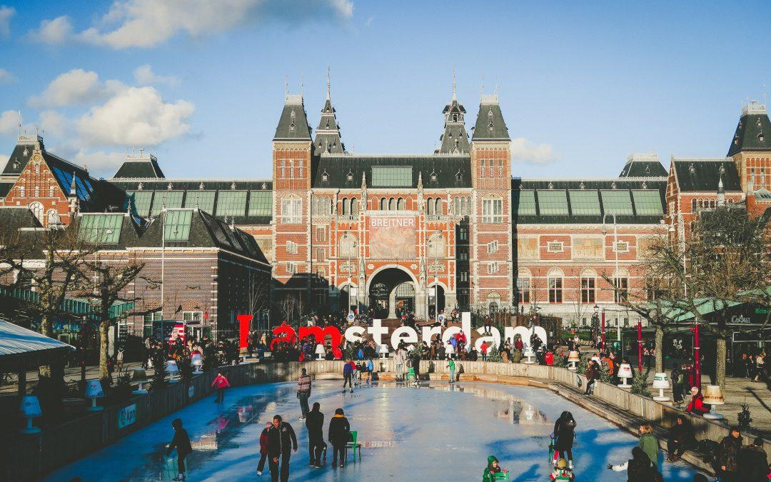Najciekawsze zimowe atrakcje w Amsterdamie – krótki przewodnik dla każdego