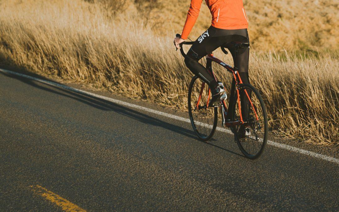 Na co warto zwrócić uwagę kompletując strój na rower?