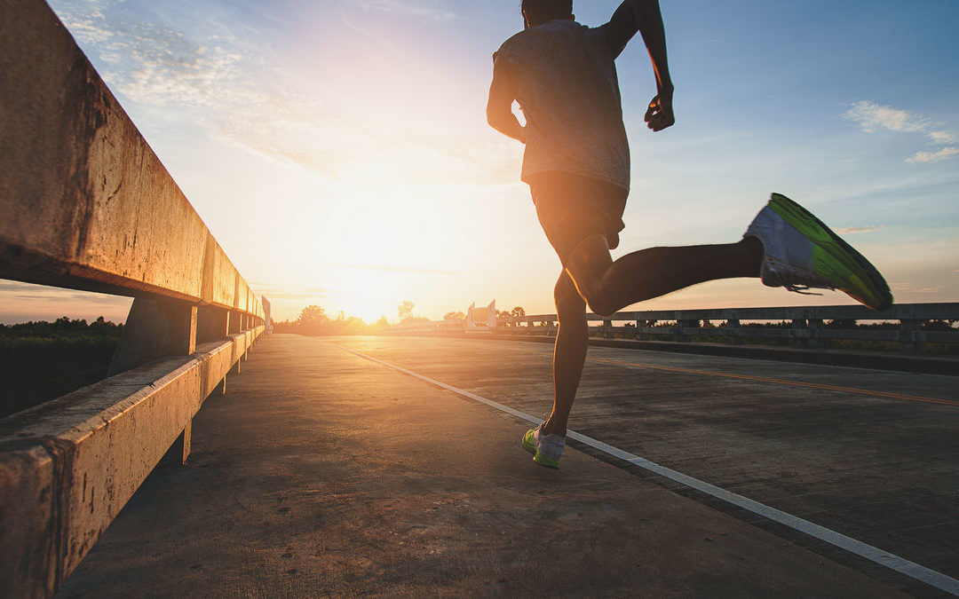 Szafa biegacza – jak wybrać odzież, obuwie i akcesoria?